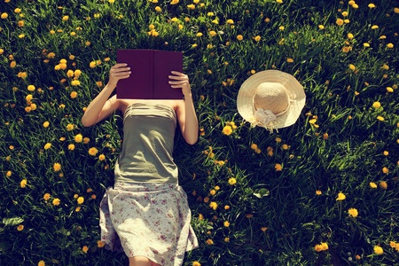 PLaces to Read Beneath the Skin credit 123rf